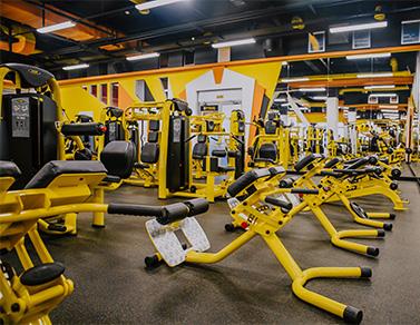 Первая тренировка в тренажерном зале для девушек: фитнес-советы